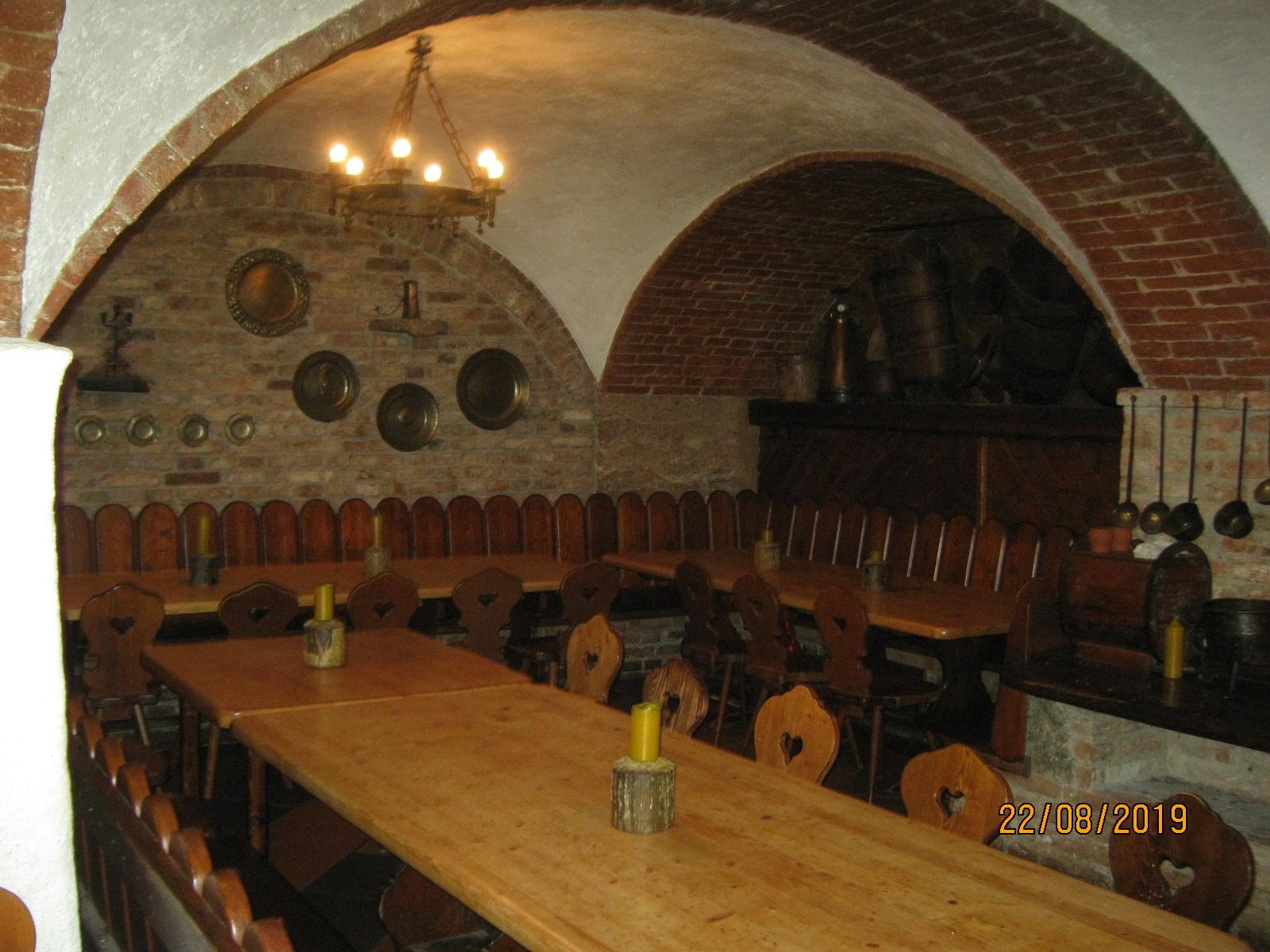 Auktion - 20 Inventar Mittelalter-Restaurant Welser Kuche  CorpEq